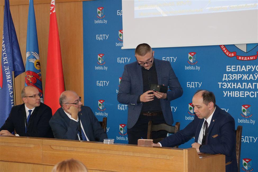 """Форум """"Нефтехимия-2018"""" начал свою работу с конкурса инновационных проектов"""